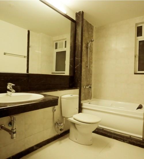 Bathtub in The Lawns hotel